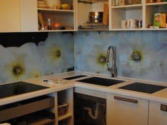 Стеновая панель на кухню из стекла