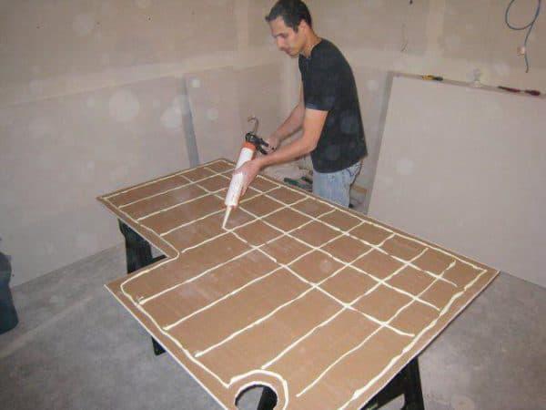 Клеим на бетонную поверхность