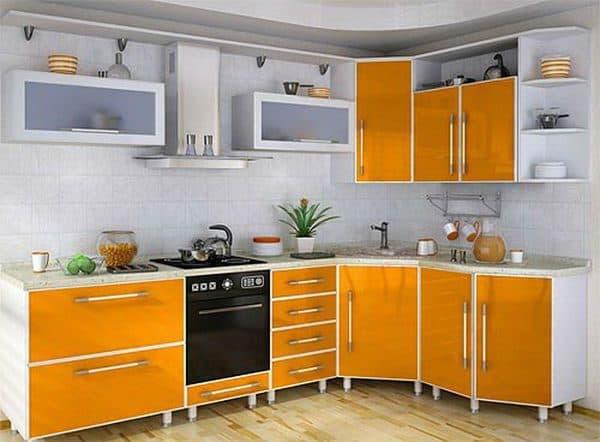 Кухня с окантовкой из алюминия